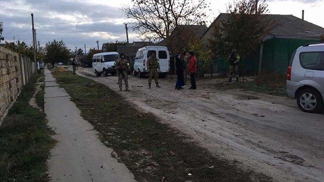У Криму окупанти обшукали і затримали кримськотатарську родину