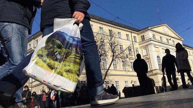 У  Львові заборонять використання одноразових поліетиленових пакетів