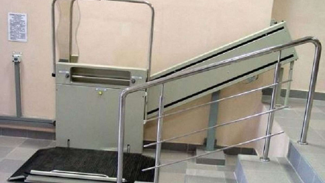 У 15 львівських будинках встановлять спеціальні підйомники для людей на візках