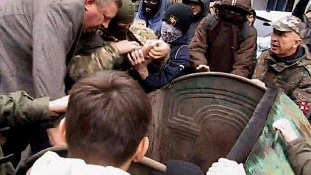 Суд у Рівному виправдав активістів через «сміттєву люстрацію» колишнього нардепа
