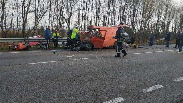 Троє осіб загинули на Рівненщині внаслідок зіткнення мікроавтобуса та вантажівки