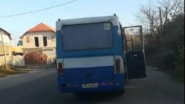 На Одещині 41-літня жінка впала в кому після того як випала з переповненої маршрутки