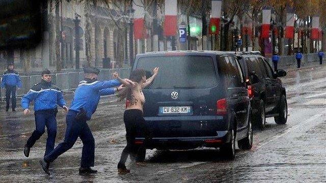Оголені активістки Femen атакували кортеж Дональда Трампа в Парижі