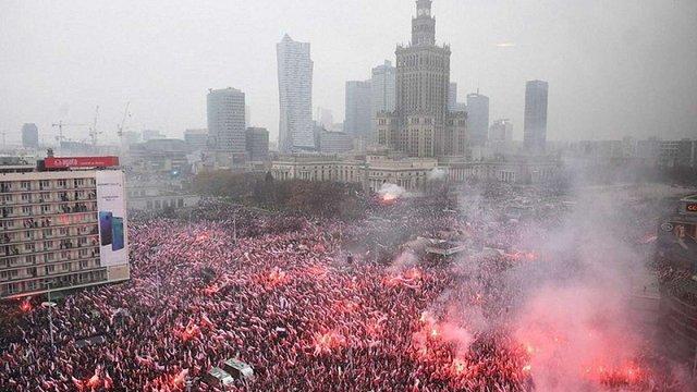 У Варшаві відбувся багатотисячний «Біло-червоний марш»