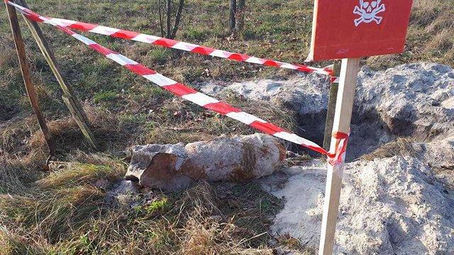 Під час пошуків металобрухту мешканці Радехівщини виявили авіаційну бомбу