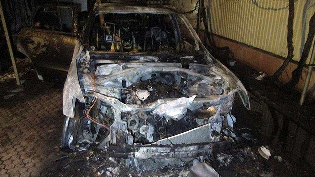 В Ужгороді згоріли два автомобілі екс-керівника закарпатського управління СБУ