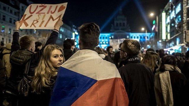 У Празі відбувся протест проти прем'єр-міністра через візит його сина до окупованого Криму