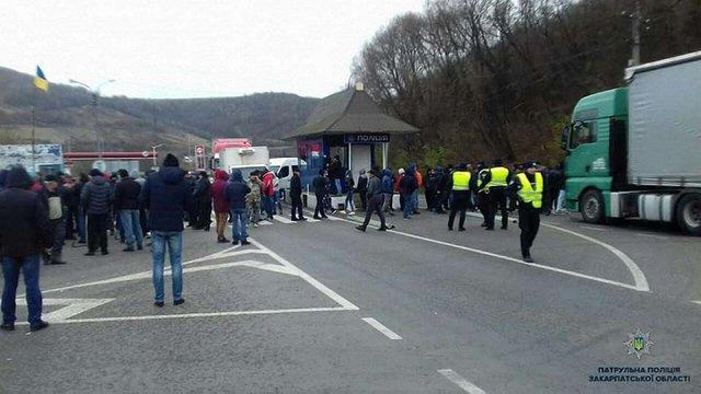 На Закарпатті протестувальники перекрили трасу Київ–Чоп