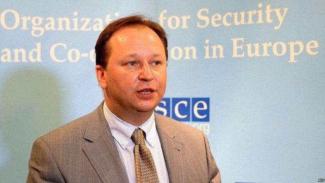 Представник України у ОБСЄ у Відні є рідним братом російського кандидата на керівника Інтерполу