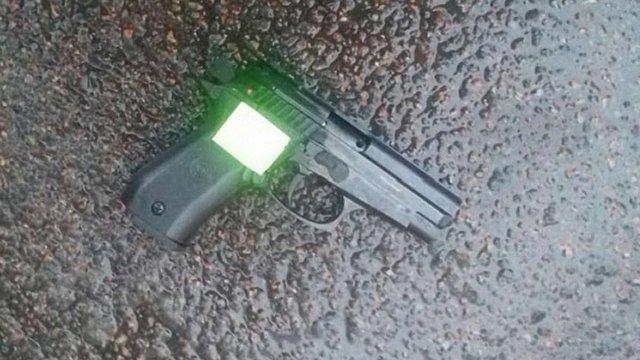 Поліція затримала п'яного чоловіка, що стріляв з стартового пістолета на автовокзалі у Львові