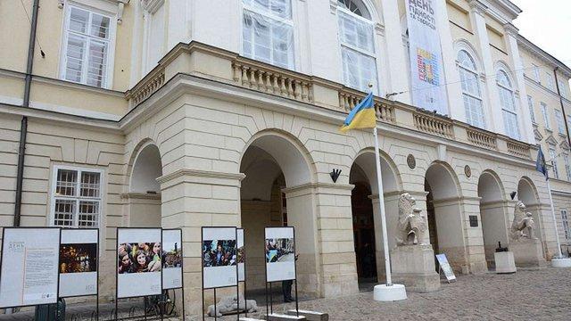 На площі Ринок просто неба відкрили виставку «Революція Гідності у Львові»