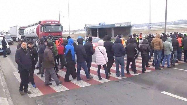 Аваков оголосив про примусове розблокування доріг, які перекрили «євробляхери»