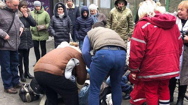Внаслідок серцевого нападу 67-річний львів'янин помер посеред вулиці
