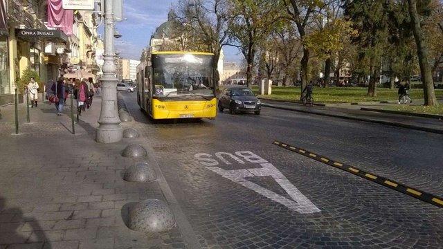 На семи львівських вулицях облаштують смуги для руху громадського транспорту