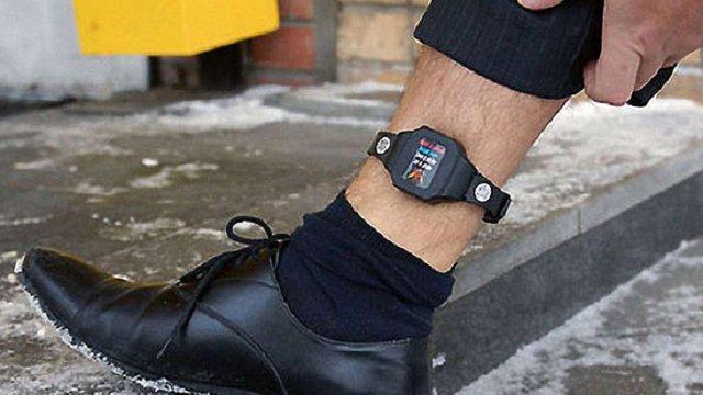 Мін'юст пропонує «розвантажити» СІЗО за рахунок використання електронних браслетів