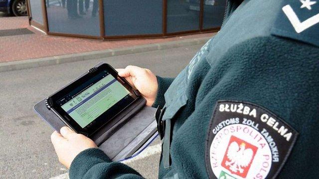 У Польщі викрили митників, котрі брали хабарі від українців за повернення Tax free