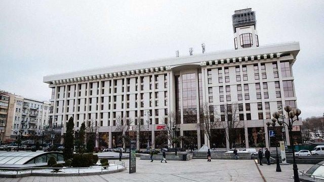 Українські піарники розірвали угоду з KFC через відкриття ресторану в Будинку профспілок