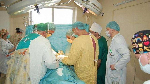 Німецький хірург Клаус Екснер із львівськими колегами безкоштовно прооперували 31 дитину
