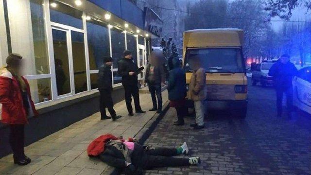 У Чернівцях вантажівка на тротуарі на смерть збила жінку