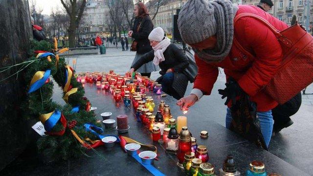 Андрій Садовий закликав усіх помолитися та запалити свічку в пам'ять про жертв Голодомору