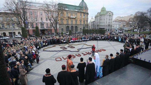 У Львові вшанували пам'ять жертв Голодоморів. Фото дня