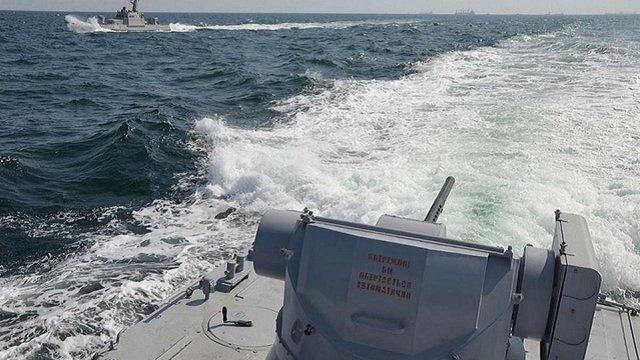 Російський корабель протаранив буксир ВМС України поблизу окупованого Криму
