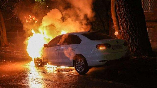 В Києві спалили автомобіль, що належить посольству Росії