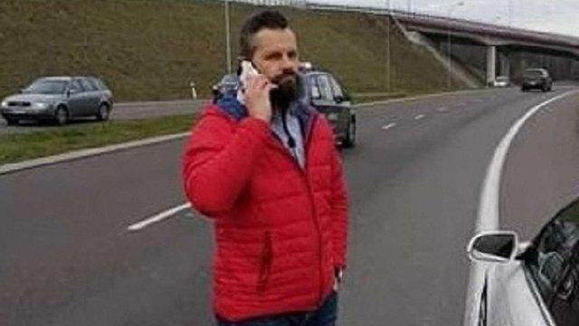 Поляк, що зупинив львів'янина через наліпку з тризубом, образився на появу свого фото у Facebook