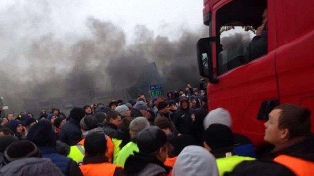 На пункті пропуску «Ягодин», де мітингують євробляхарі, сталася масова бійка