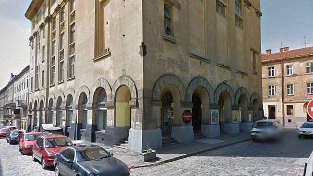 Охоронець нічного клубу у Львові отримав три роки обмеження волі за вбивство відвідувача