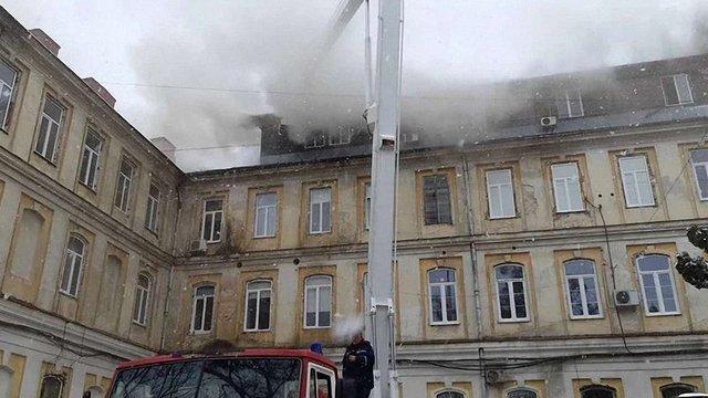 Адміністрація ЛОКЛ збирає з медиків гроші на ремонт лікарні після пожежі