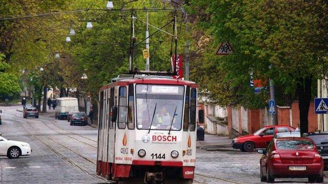 У львівському трамваї №7 вандали напідпитку відірвали сидіння