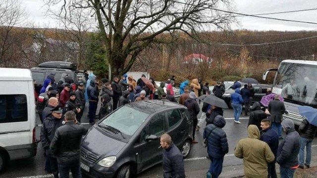 Пункти пропуску на кордоні зі Словаччиною досі залишаються заблокованими