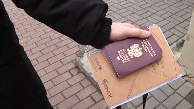 Трьом затриманим у Львові польським студентам заборонили виїзд з України