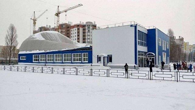 Дах недавно побудованого спорткомплексу під Києвом обвалився під час занять