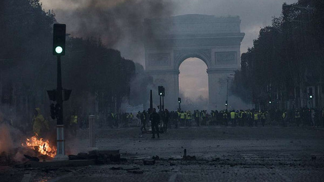 Франція може запровадити надзвичайний стан через масові заворушення під час «паливних протестів»