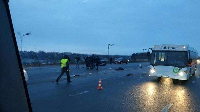 У ДТП на Скнилівському мості у Львові загинув пасажир автомобіля ВАЗ