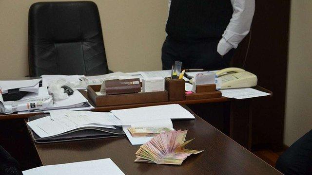 Керівник бюро судмедекспертизи в Івано-Франківську вимагав «відкати» з премій підлеглих