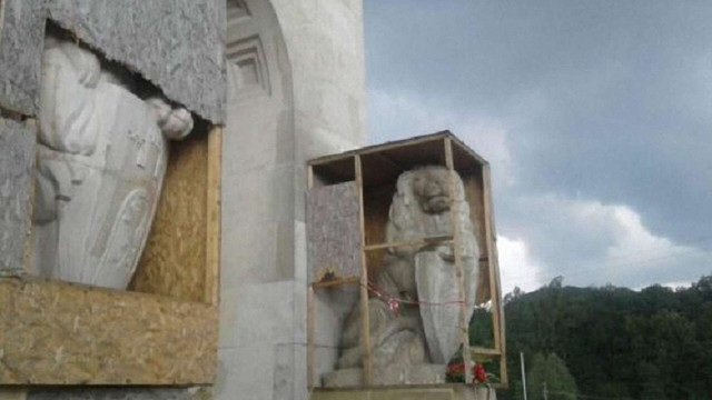 У Львові невідомі вночі вчинили чергову провокацію на Цвинтарі Орлят