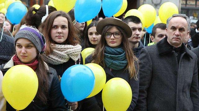 Мешканці Західної України готові відмовитись від особистих прав заради матеріальних статків
