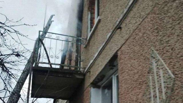 Пожежники врятували матір з трьома дітьми з палаючого будинку у Радехові