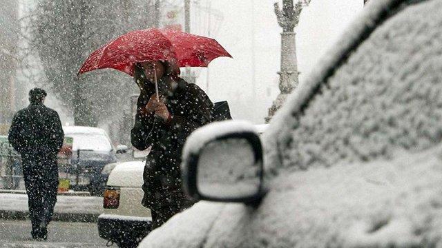 На Україну насуваються атмосферні фронти з дощем та снігом