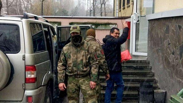 «Суд» в Криму арештував адвоката, який допомагав полоненому українському моряку