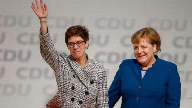 Аннегрет Крамп-Карренбауер змінила Ангелу Меркель на посаді голови ХДС Німеччини