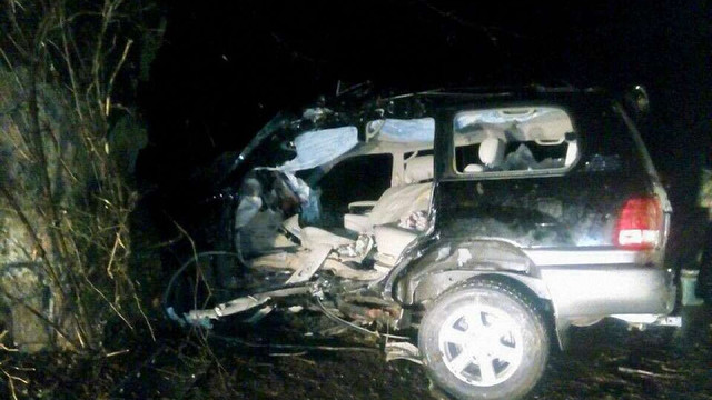 На Львівщині розбився Lexus з трьома людьми