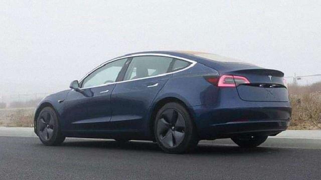 Tesla відкрила можливість доставки Tesla Model 3 в Україну