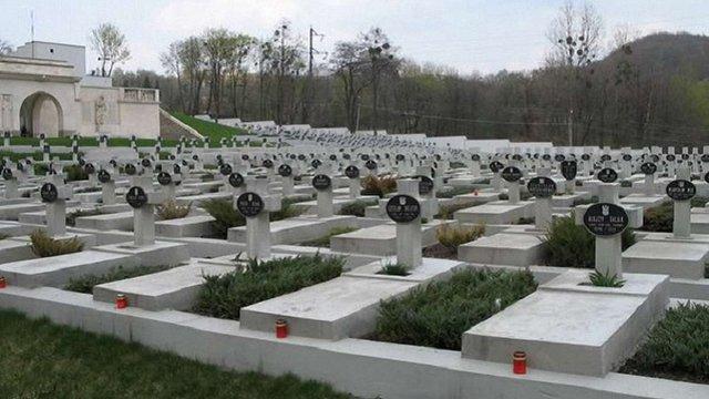 Затриманими на Цвинтарі Орлят у Львові виявились громадяни Польщі