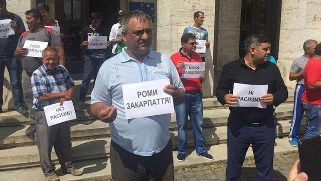 47% українців допускають обмеження прав ромів та секс-меншин