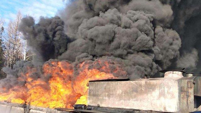 У Дрогобицькому районі загорівся резервуар з нафтопродуктами