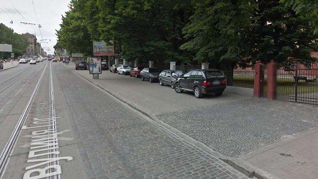 Поблизу Львівського цирку ліквідують стихійний паркінг